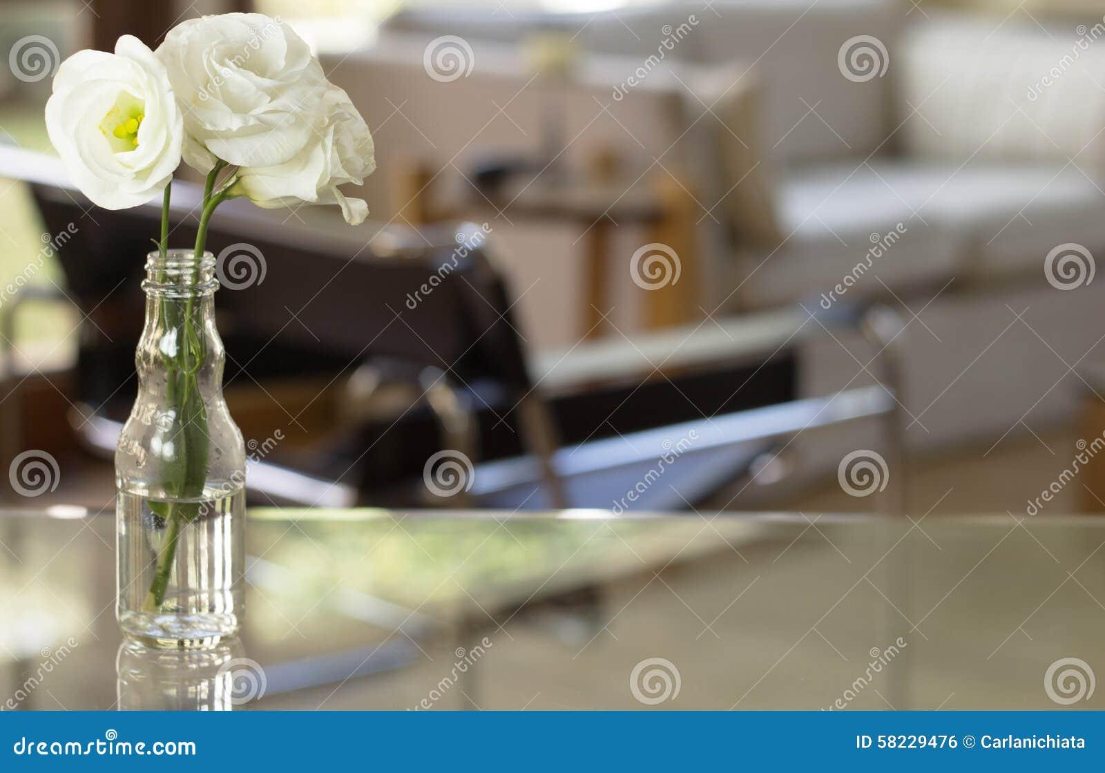 Blommor PÃ¥ Vardagsrum Arkivfoto - Bild: 58229476