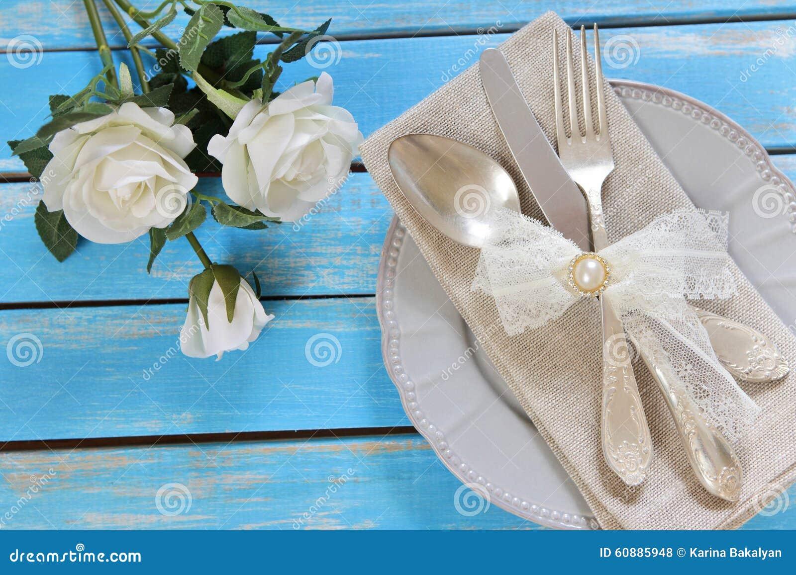 Blommor, platta och bestick