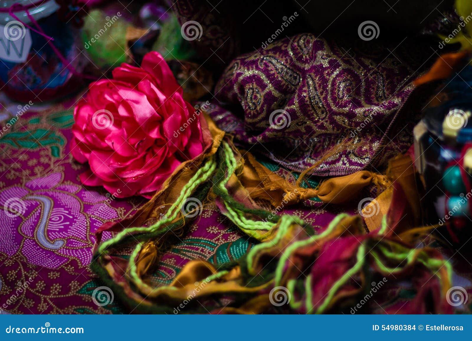 Blommor, trådar och hantverk
