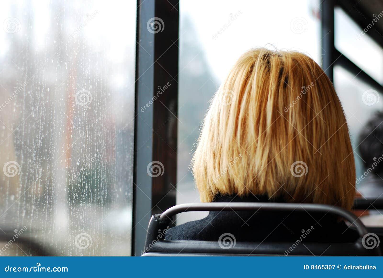 Blond bussflicka