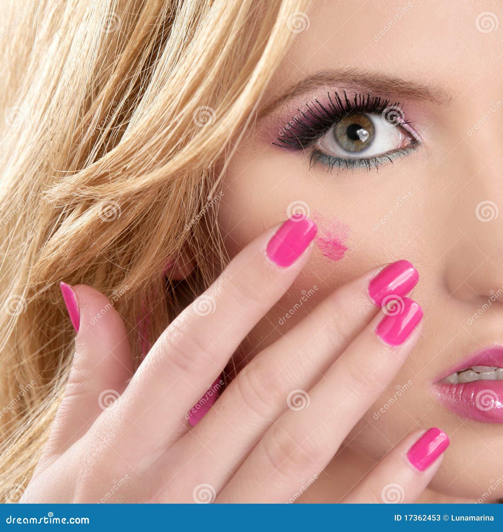 Blond hud för red för läppstiftmakromakeup