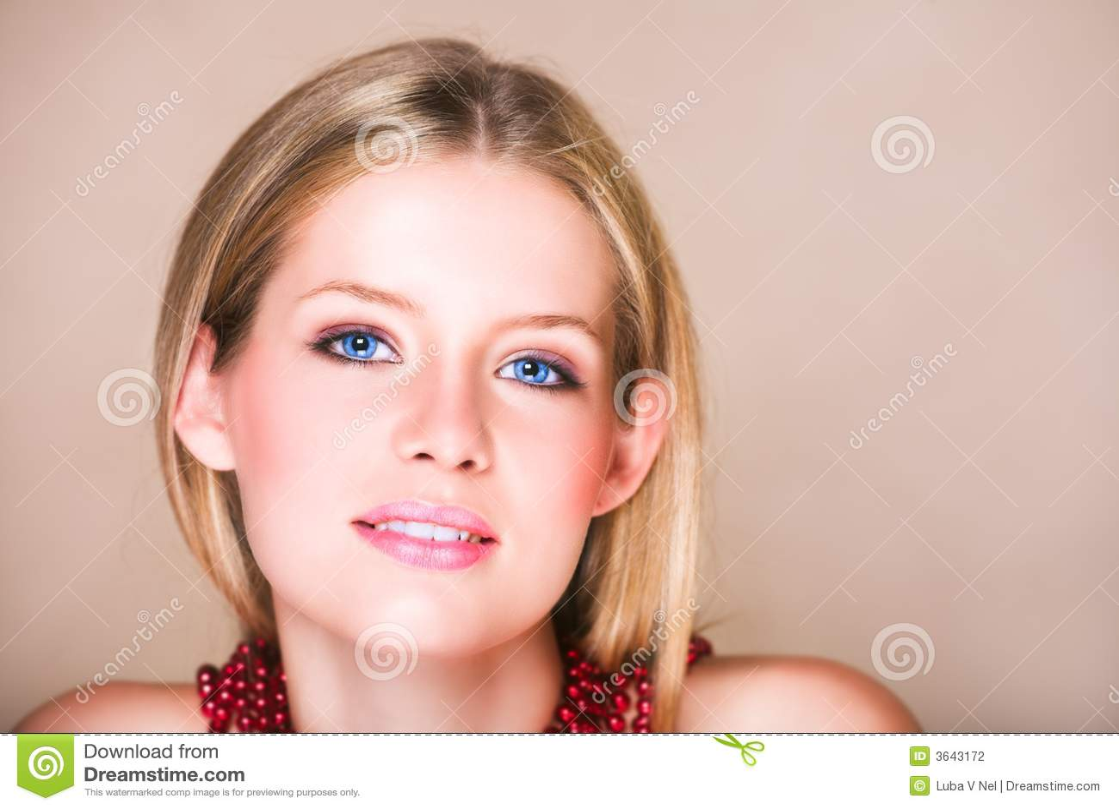 Blond meisje in rode halsband stock fotografie afbeelding 3643172 - Foto tiener ruimte meisje ...