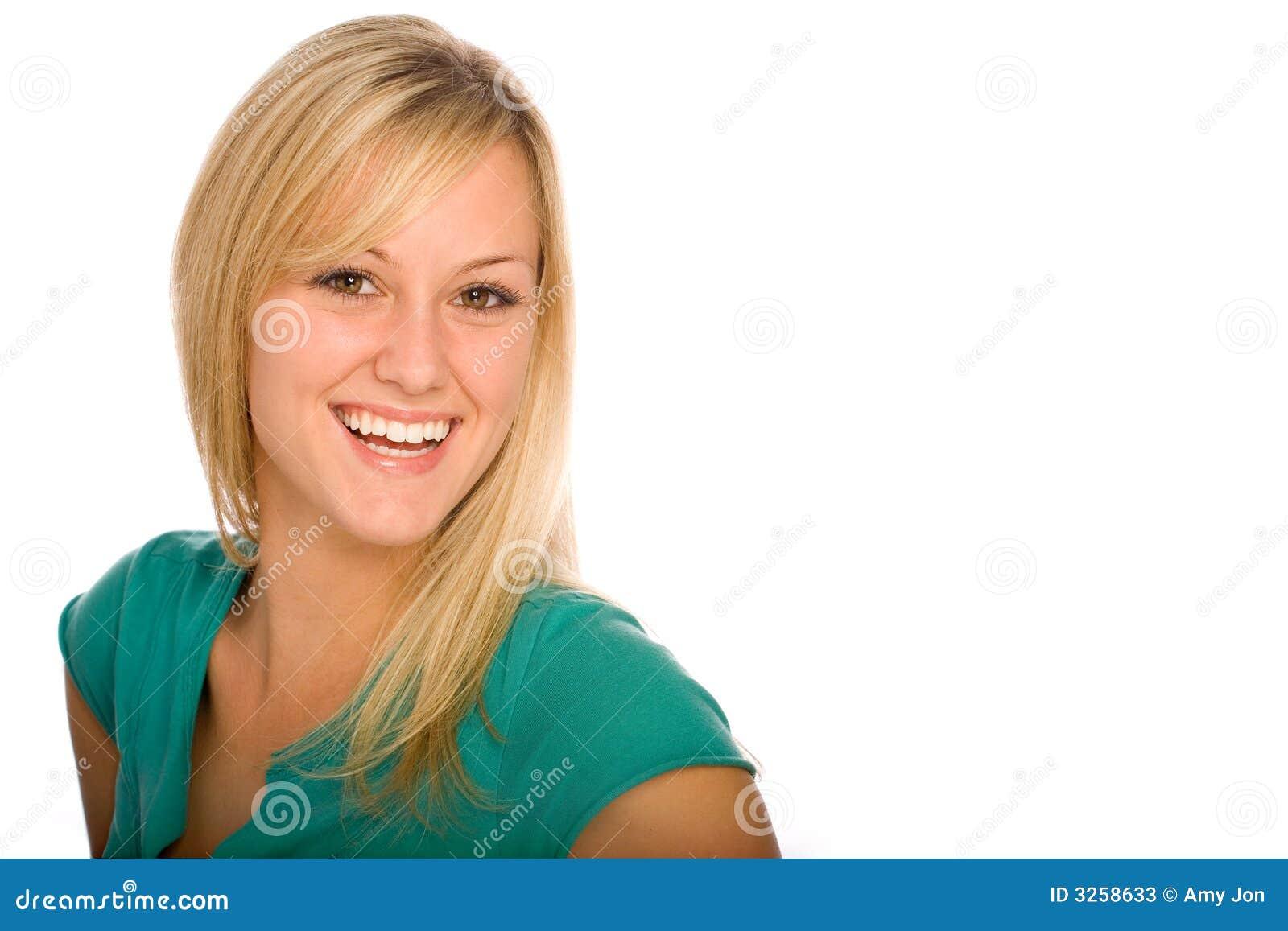 Blond szczęśliwa kobieta uśmiechnięta