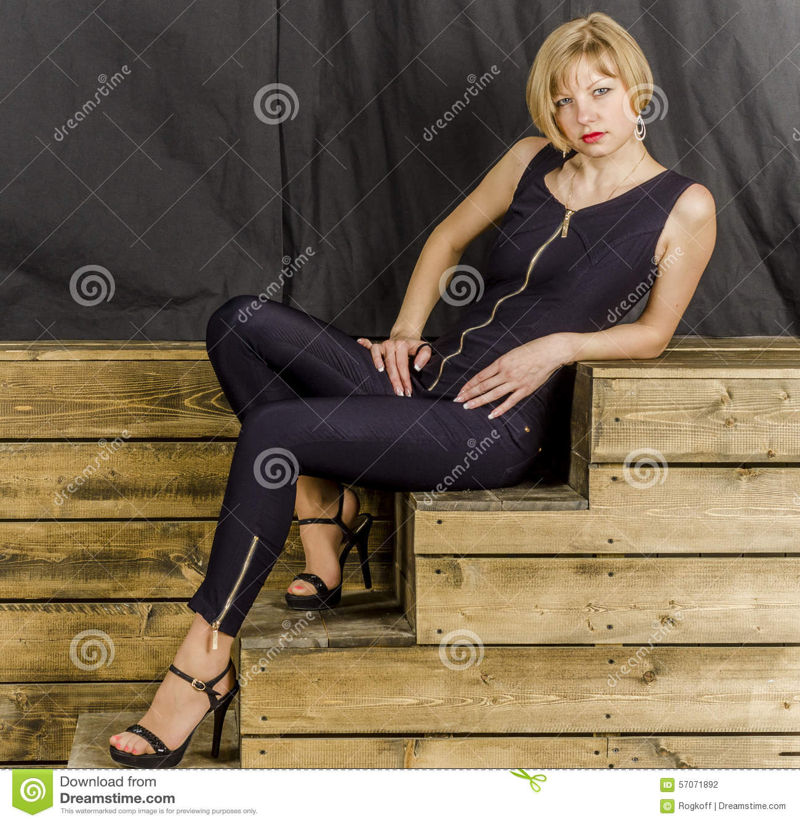 Cheveux Blonde Courts Les Dans Des T3kjlf1uc Combinaisons Avec Bleues u1Tlc3FKJ