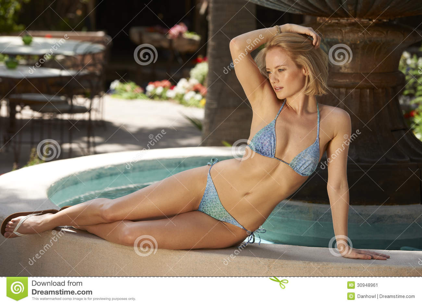 Blonde Beauty Tropical Fountain