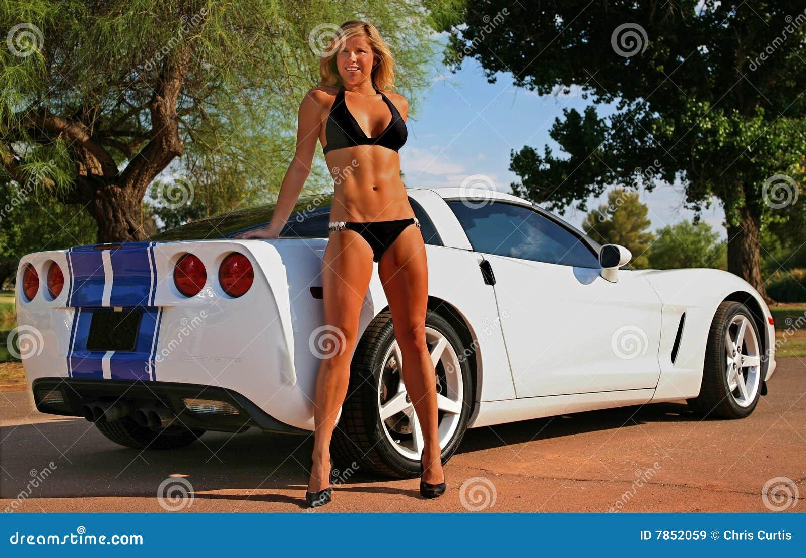 Blonde bikini Babe met Korvet