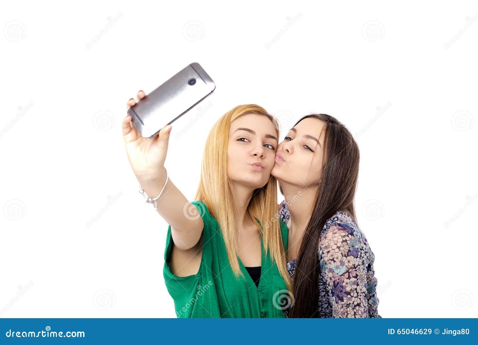 2 filles a jouer avec 1 bite