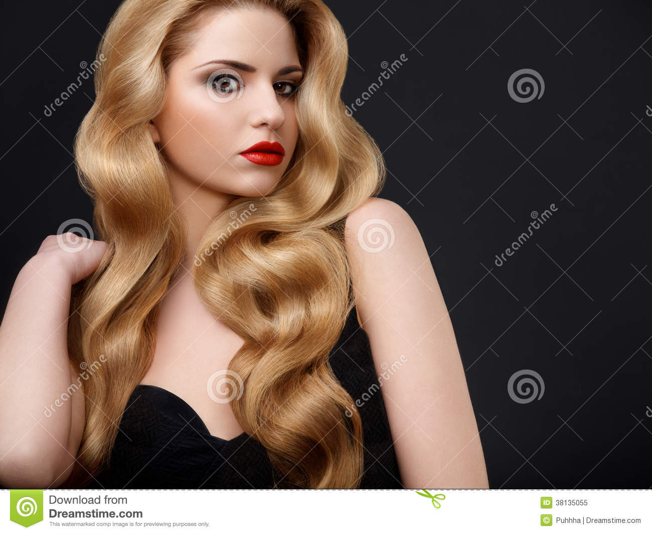 Blonde Hair Portrait Of Beautiful Woman With Long Wavy Hair - Wavy hair