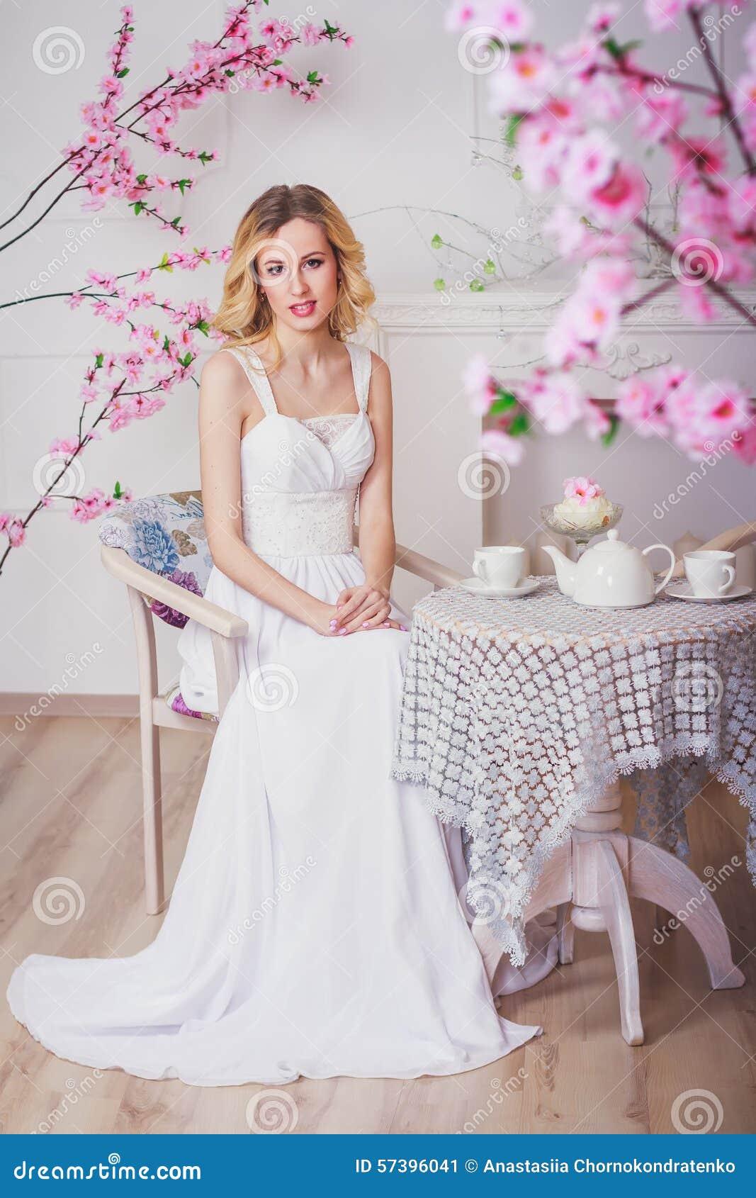 Blonde mooie bruid