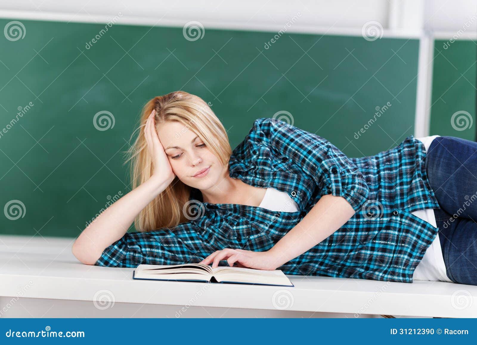 Blonde Studentin