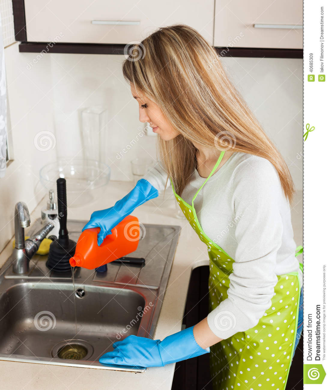 how to clean pipes in house