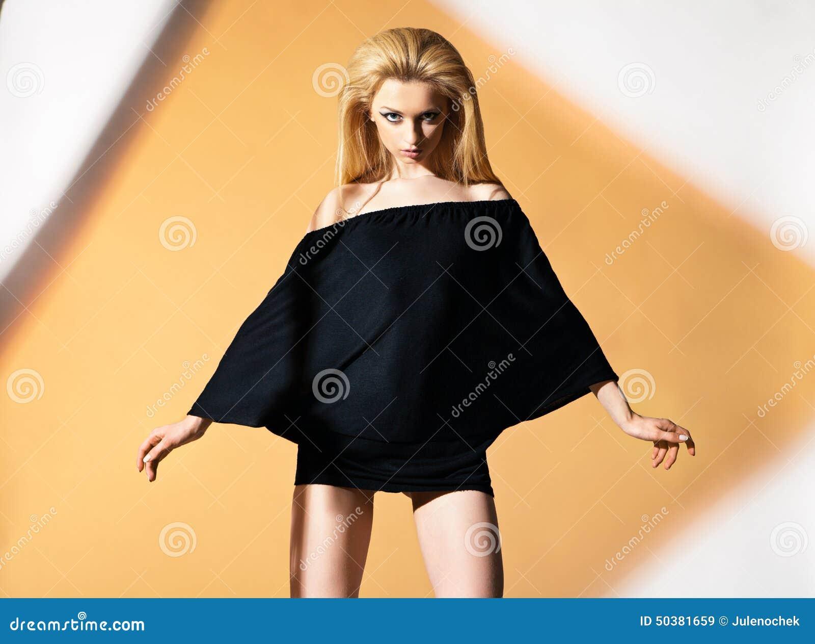 nackt mit bluse