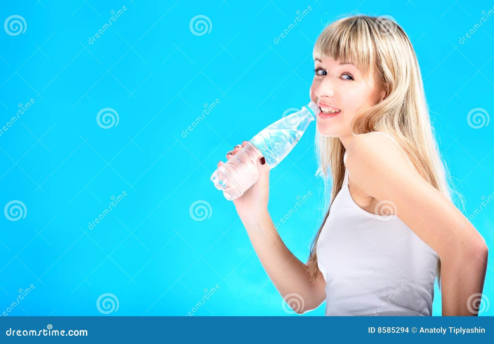 Blondynów butelki napoju seksowna woda