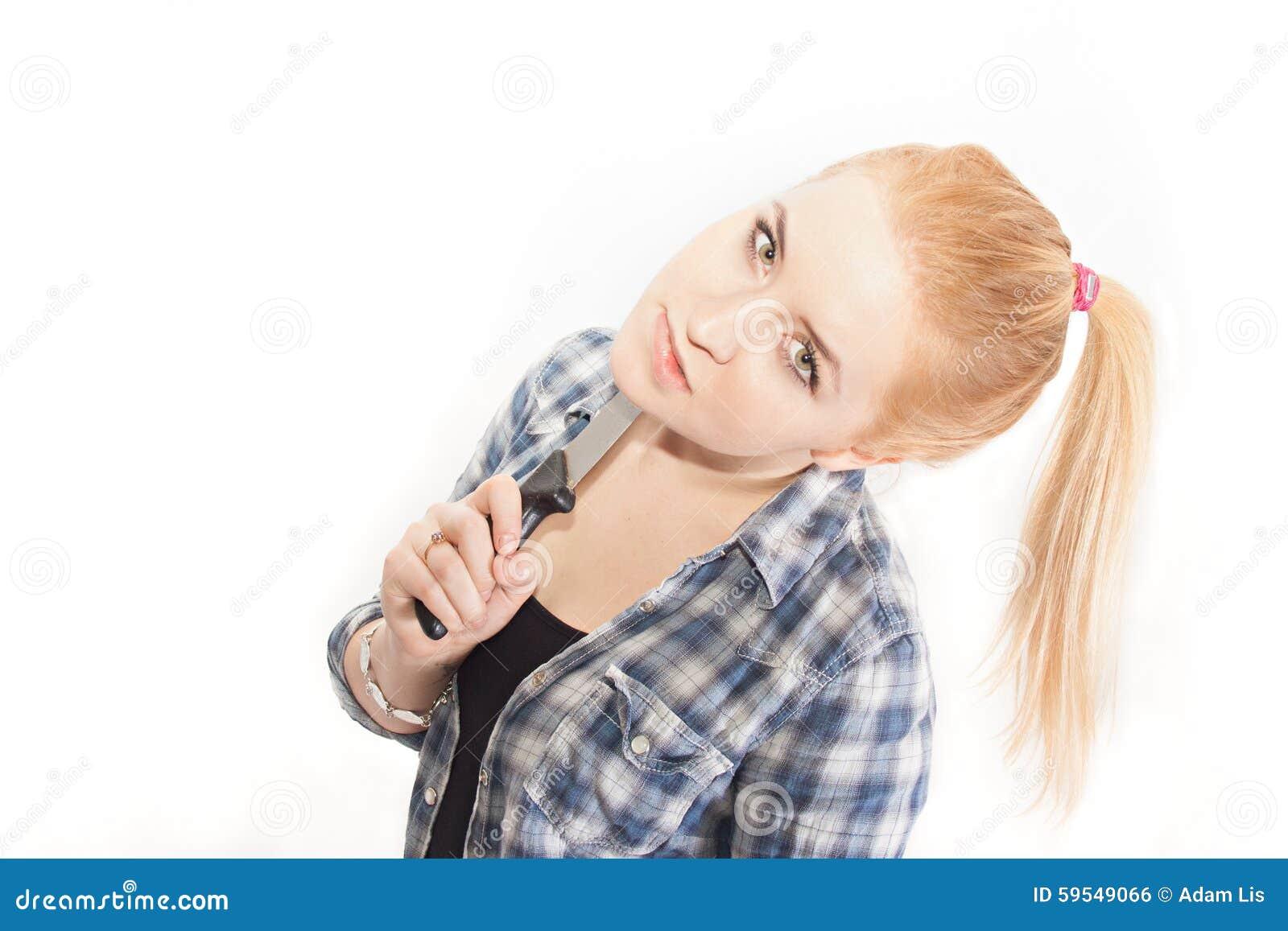 Blondynka z nożem
