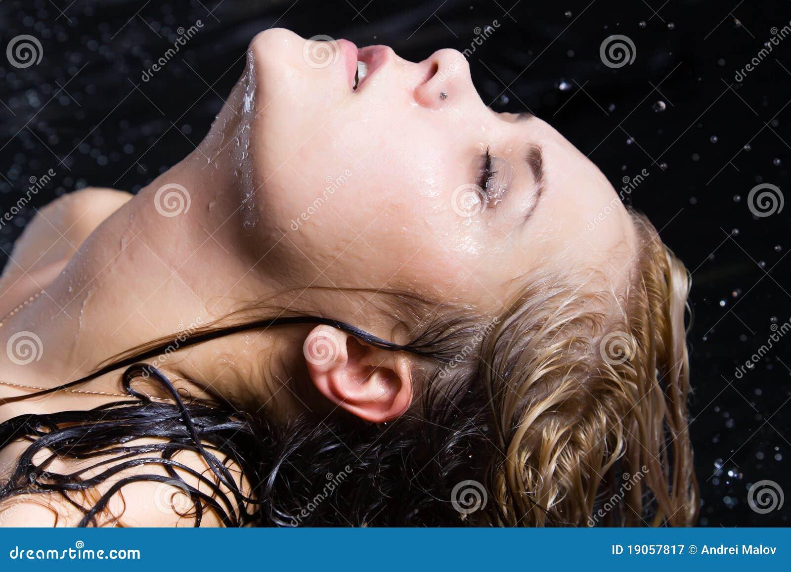 Blondynki mokrzy kobiety potomstwa