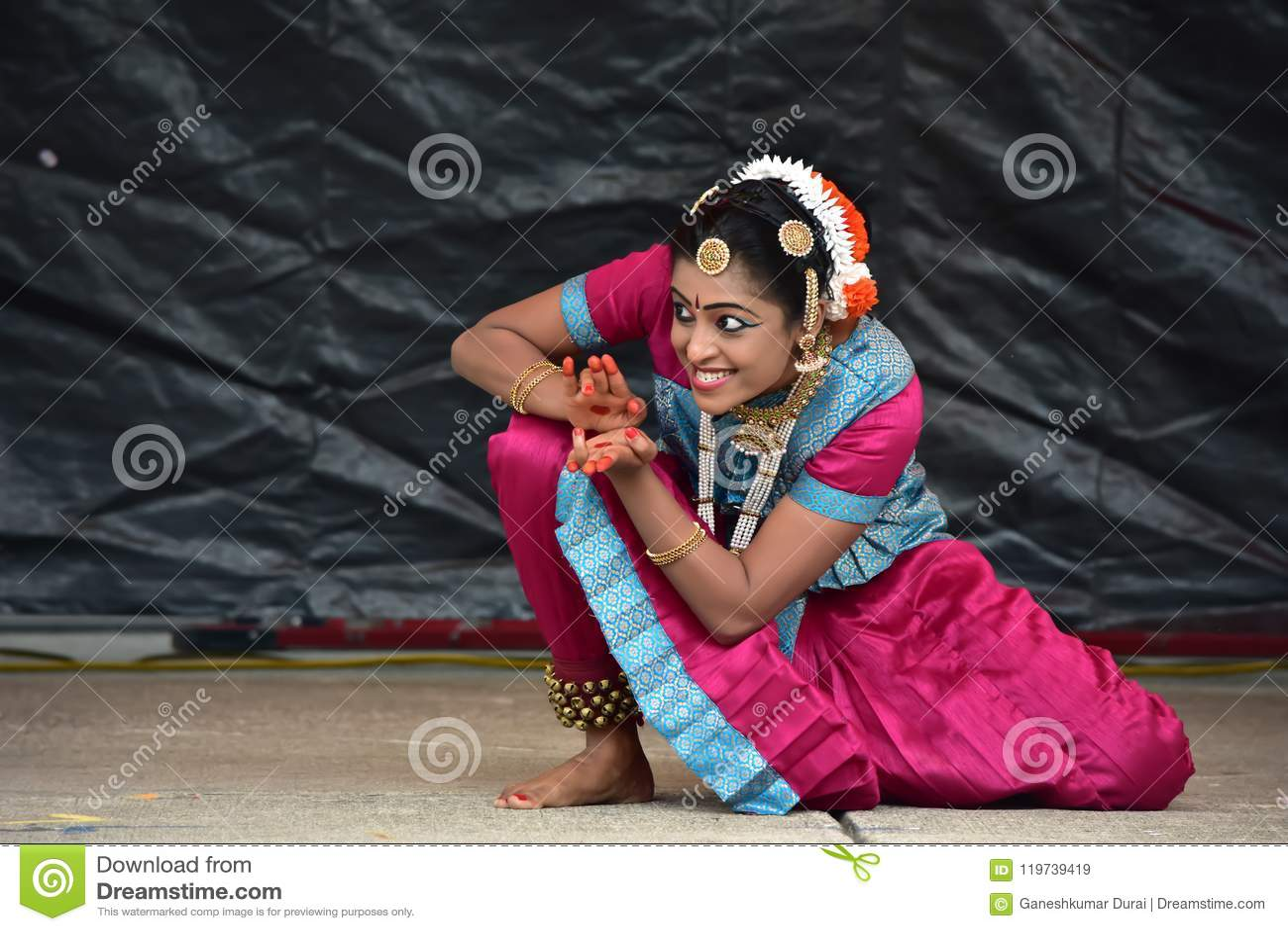 Bloomington, Illinois - EUA - junho 24,2018 - desempenho de Ratha Yatra Festival Classical Dance