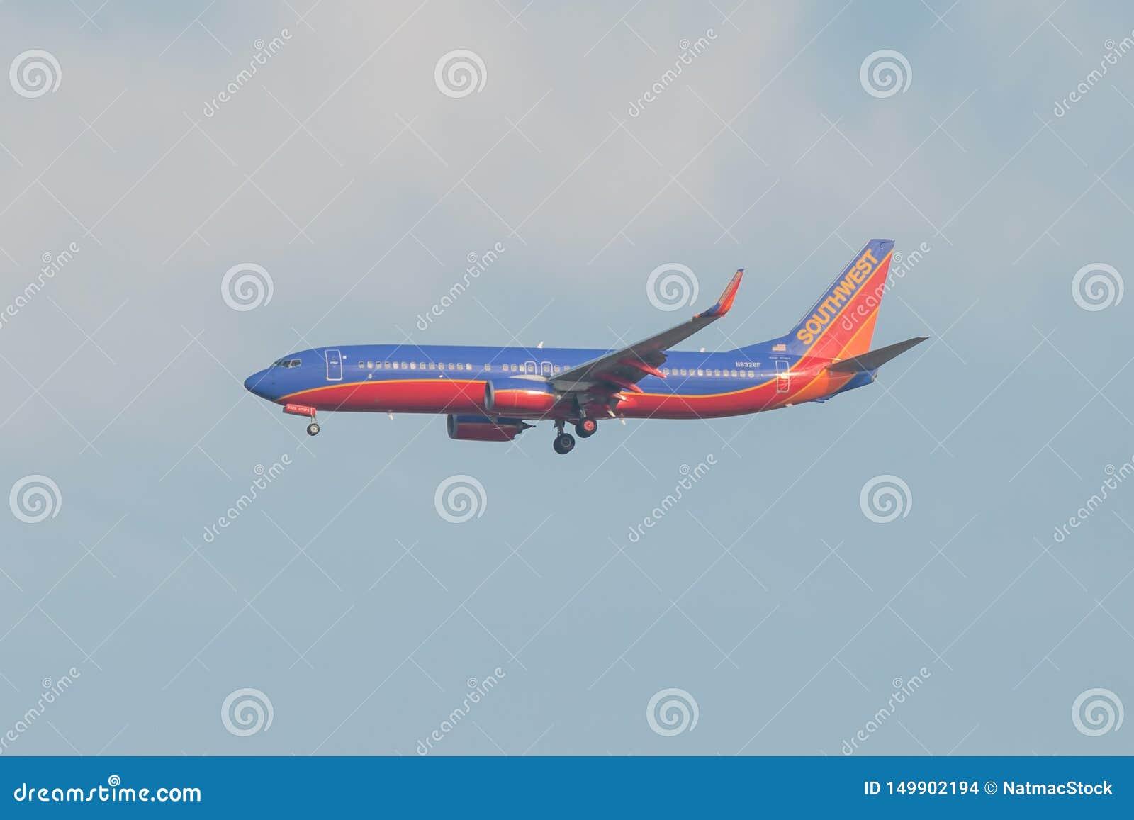 BLOOMINGTON, MINNESOTA/EUA - 1º DE NOVEMBRO DE 2013 - plano perto de MSP - Minneapolis de Southwest Airlines/St Paul Airport com
