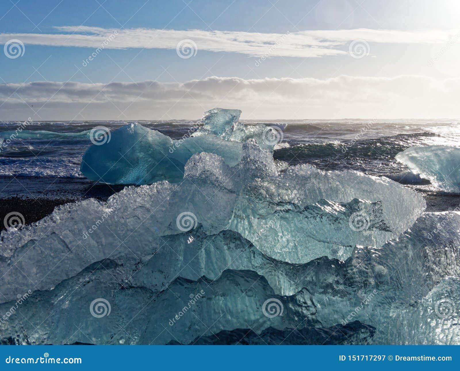 Bloque de hielo en la playa