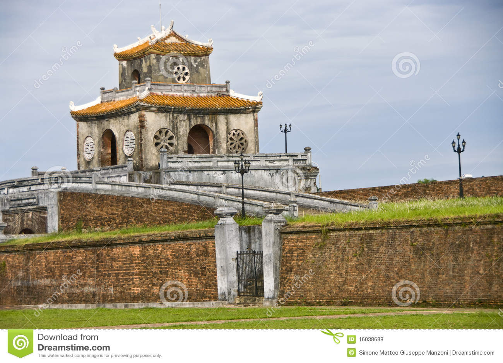 Bloquee la torre en la pared de la ciudadela, tonalidad