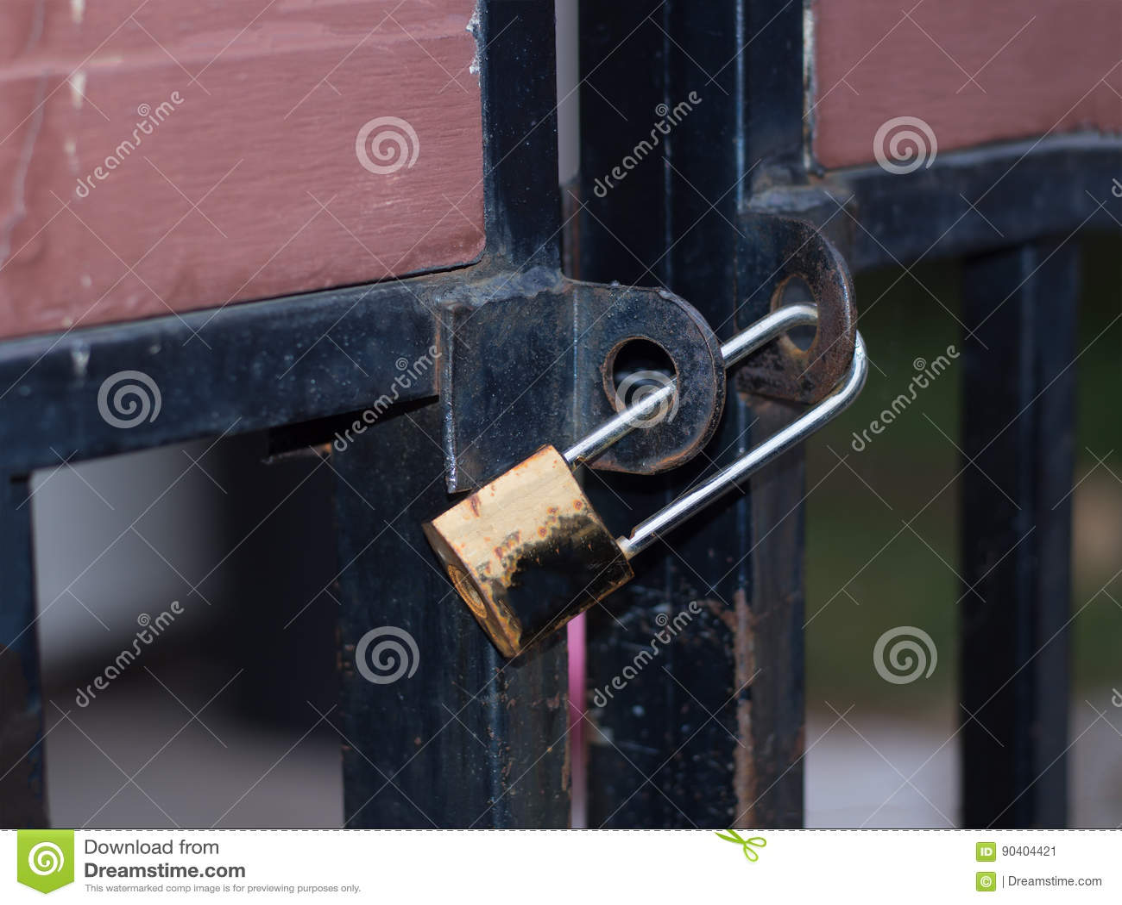 Bloqueo de teclas viejo en la puerta