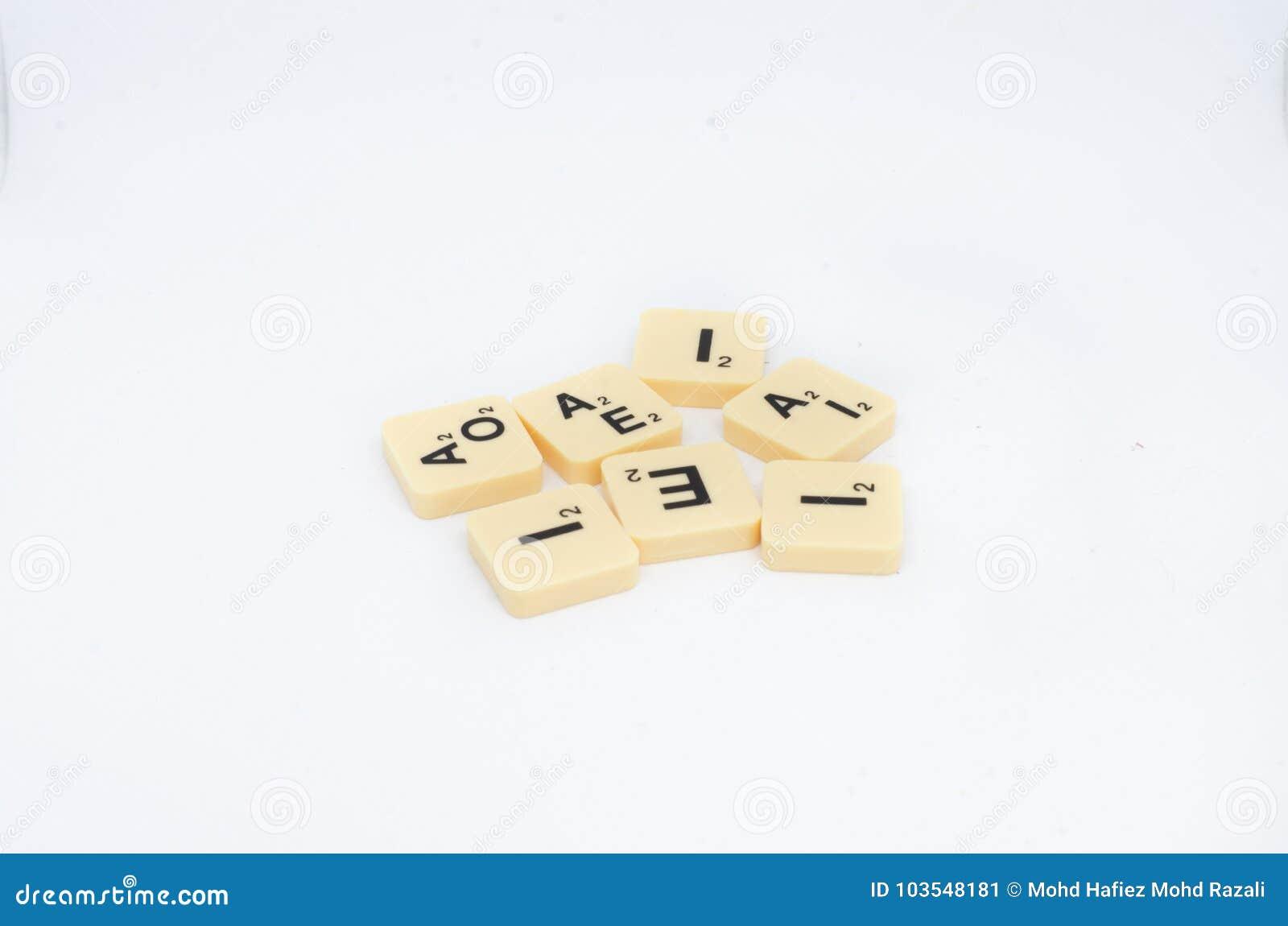Bloques De La Letra Del Juego De Mesa Del Scrabble Aislados En Un