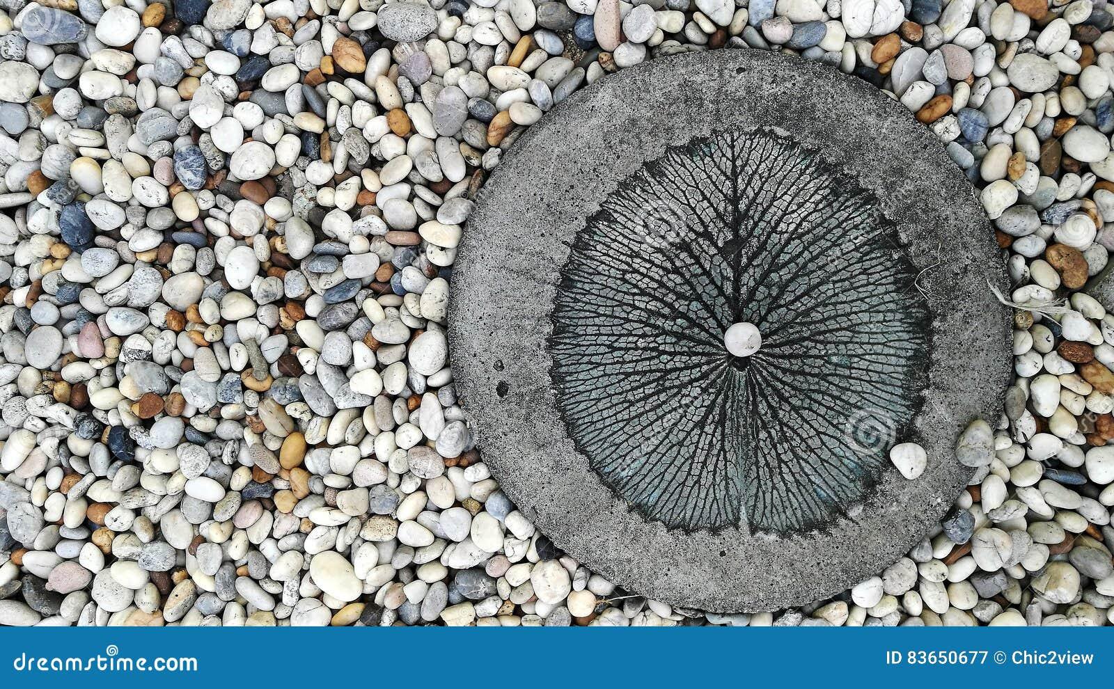 Bloquez la feuille pavée de lotus découpée par blanc de cercle de