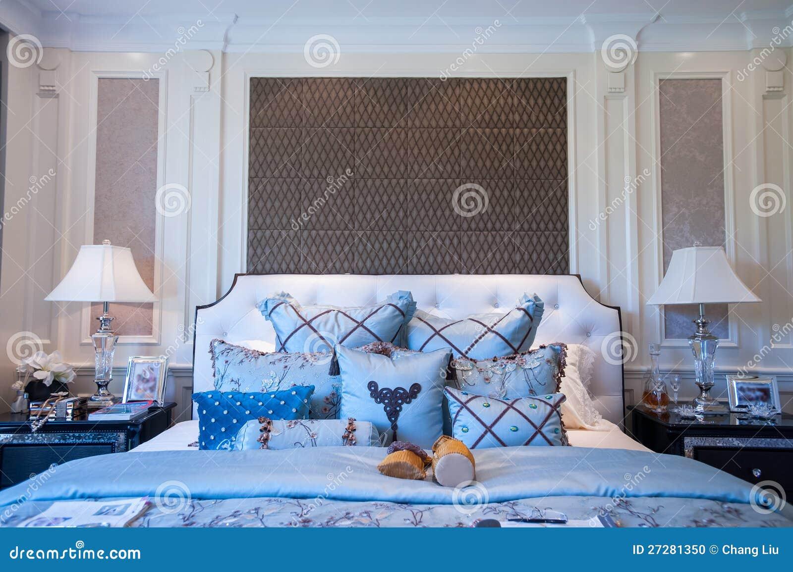 Blått sovrum i en herrgård arkivfoto   bild: 27281350