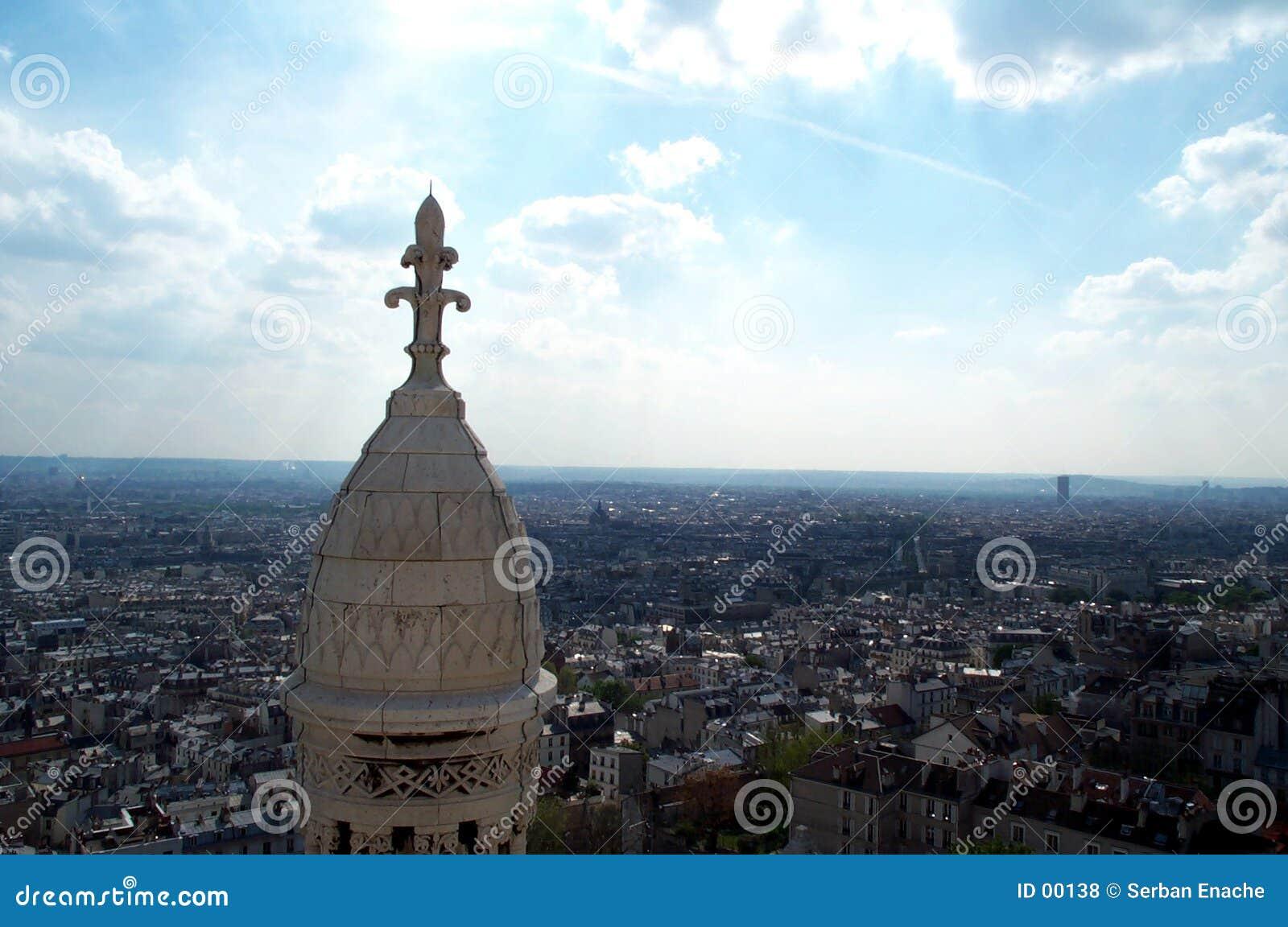 Blue 2 över den paris skyen