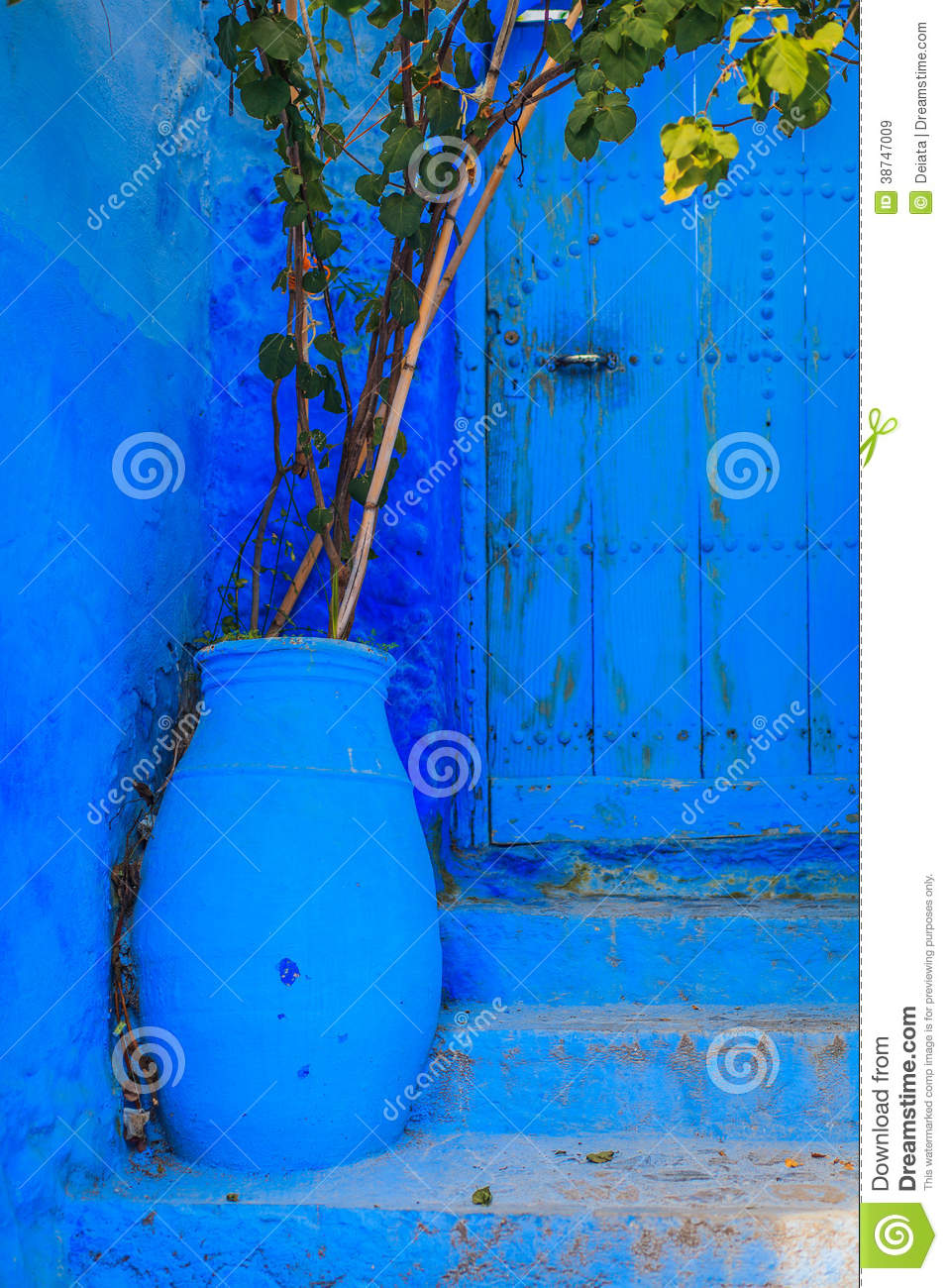 stairs and flower pot royalty free stock photo cartoondealer 2986347