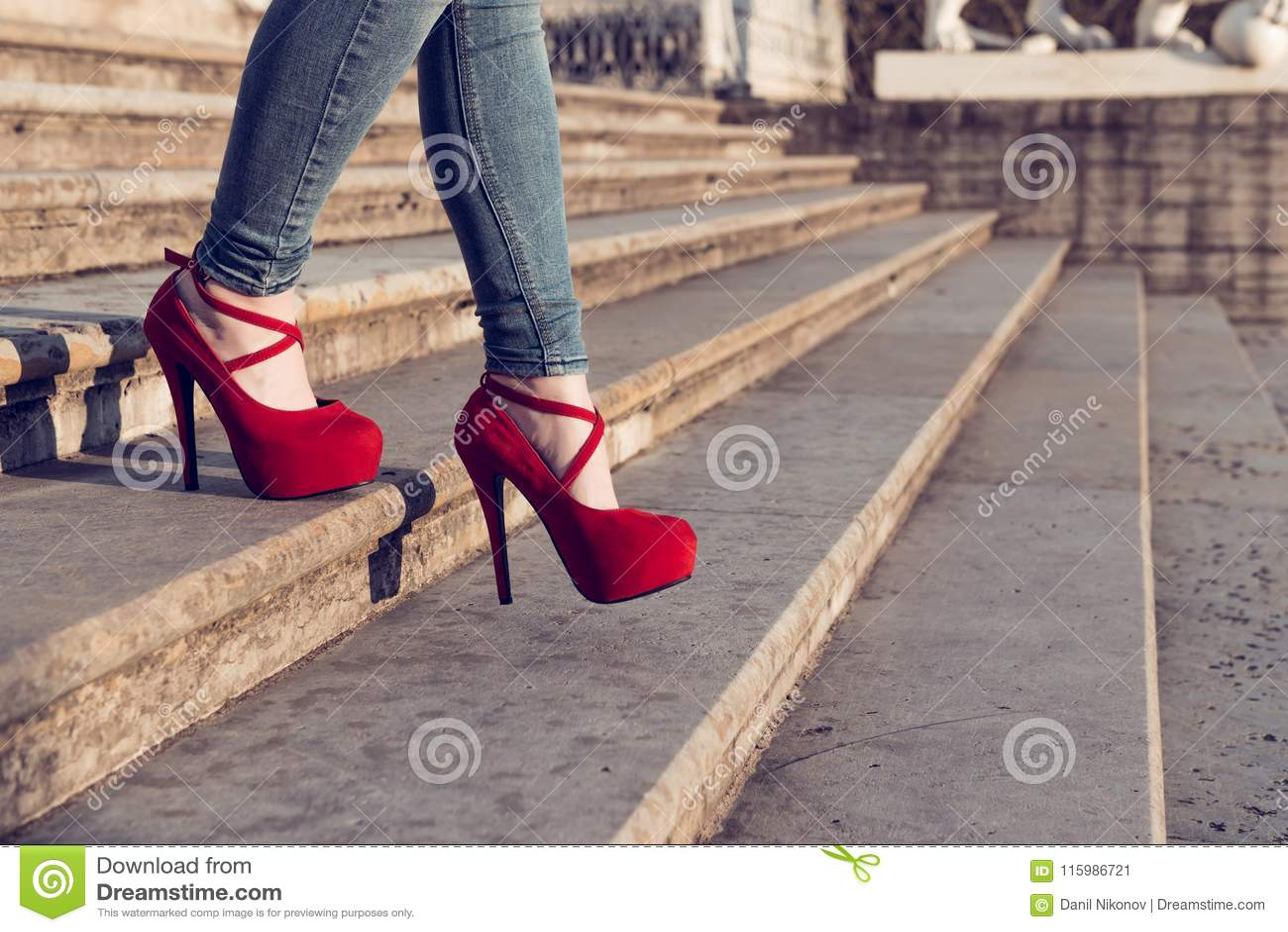 Rosse In Scarpe Tacco Del Blue Della Alto E Jeans D uso Donna wOZTFqY 7d9444e486c