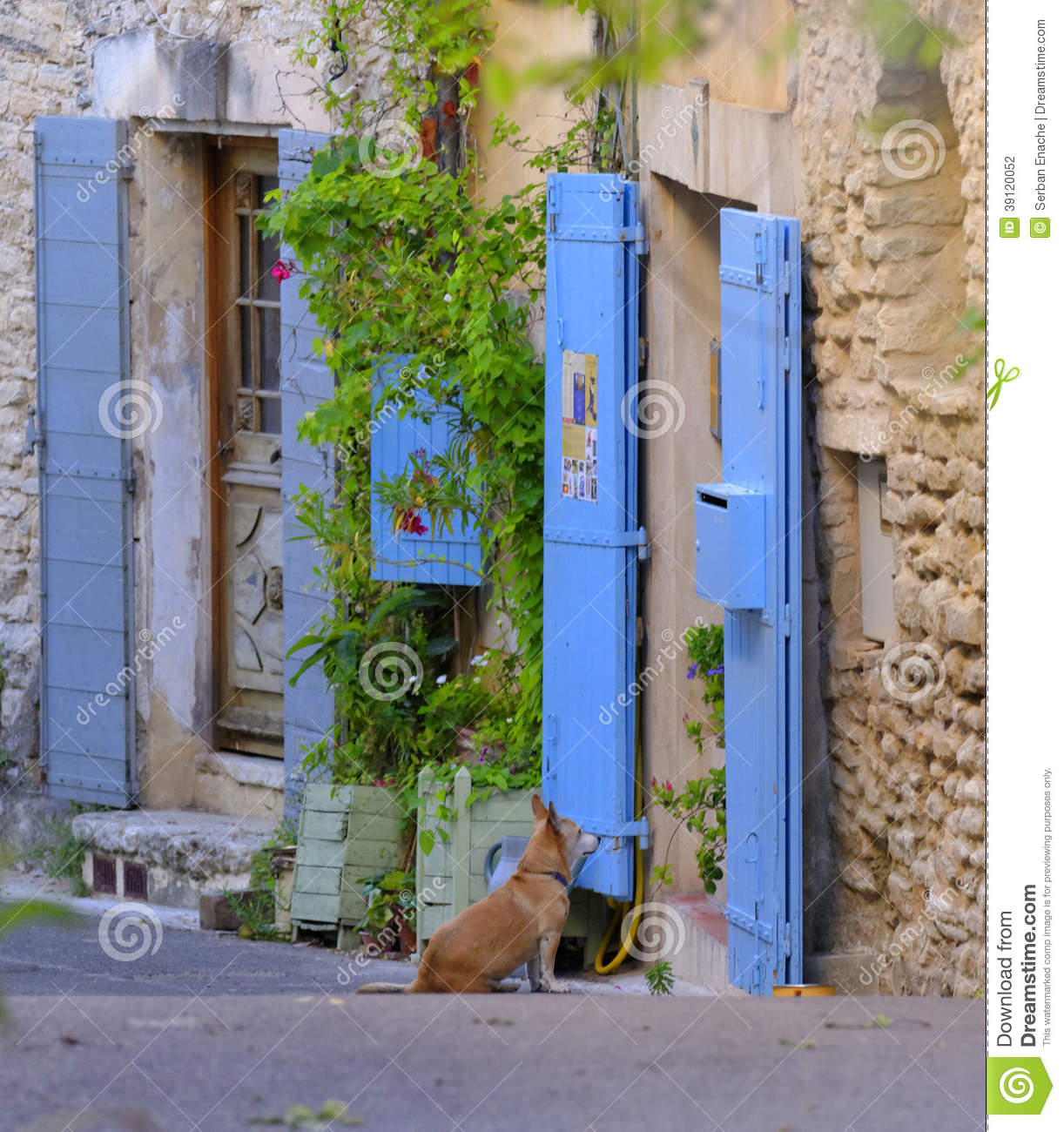 Situation additionally Royalty Free Stock Photo French Village Houses Stone France Image35076275 moreover Country Cottage Living moreover Stock Photography Blue Painted Doors Provence Dog Looking Building Wooden Door Shutters Street France Image39120052 besides Mulhouse. on provence house plan