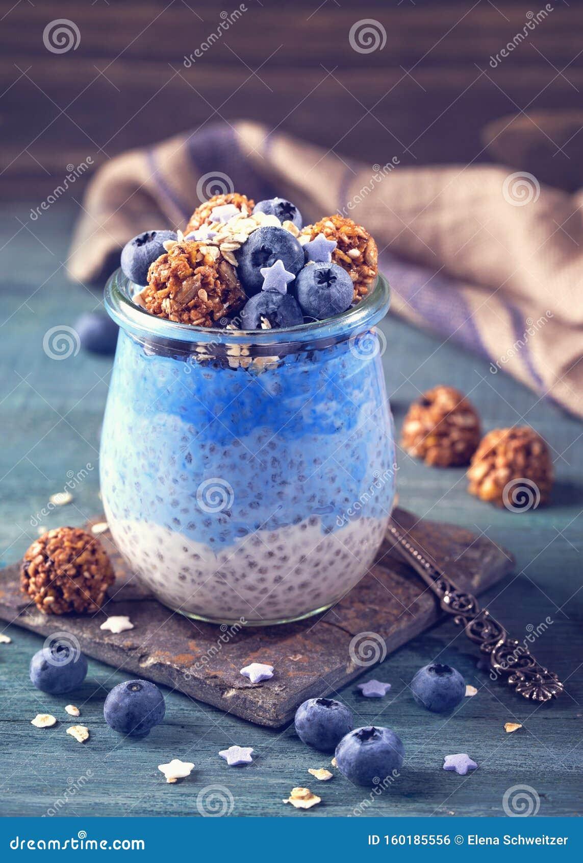 Blue spirulina pudding