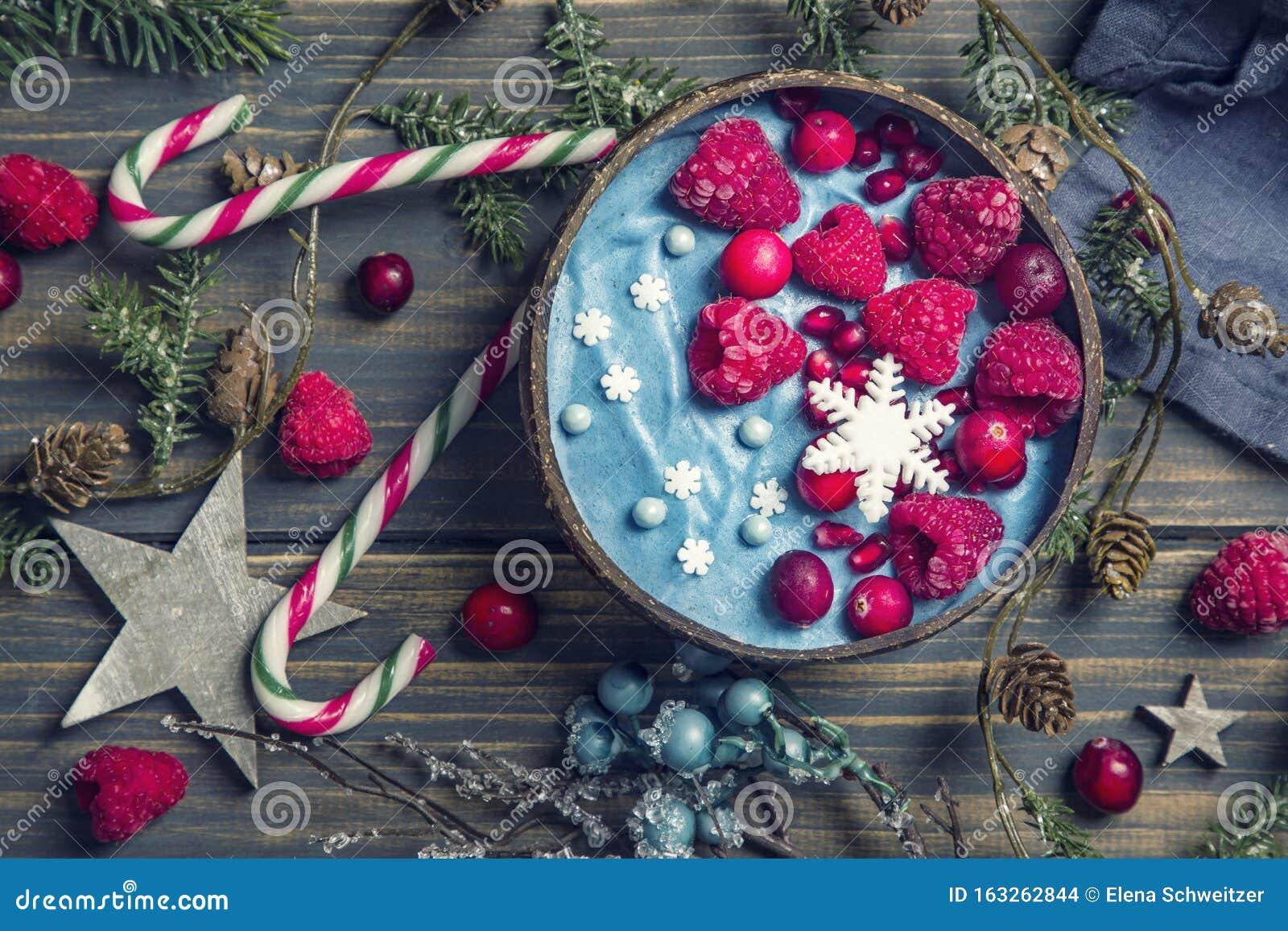 Blue spirulina smoothie bowl