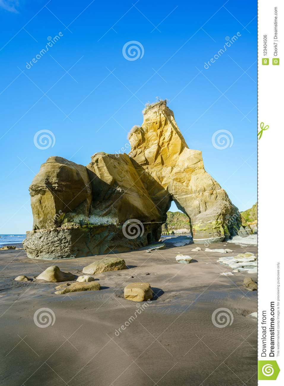 on the beach 3 sisters and elephant rock new zealand 56 stock
