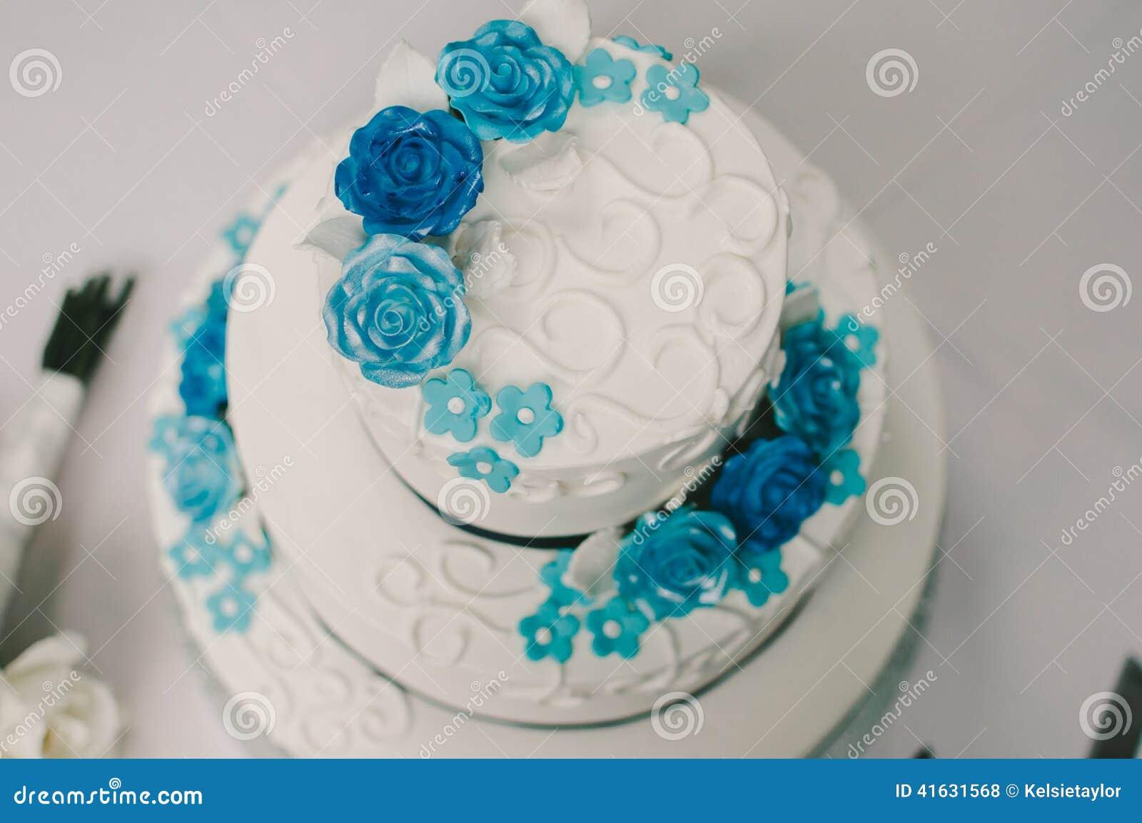 Blue And White Flower Wedding Cake Stock Image