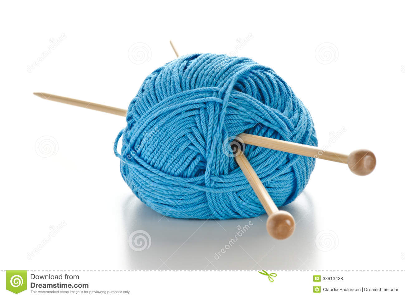 Knitting Needles And Wool : Blue wool with knitting needles royalty free stock photos