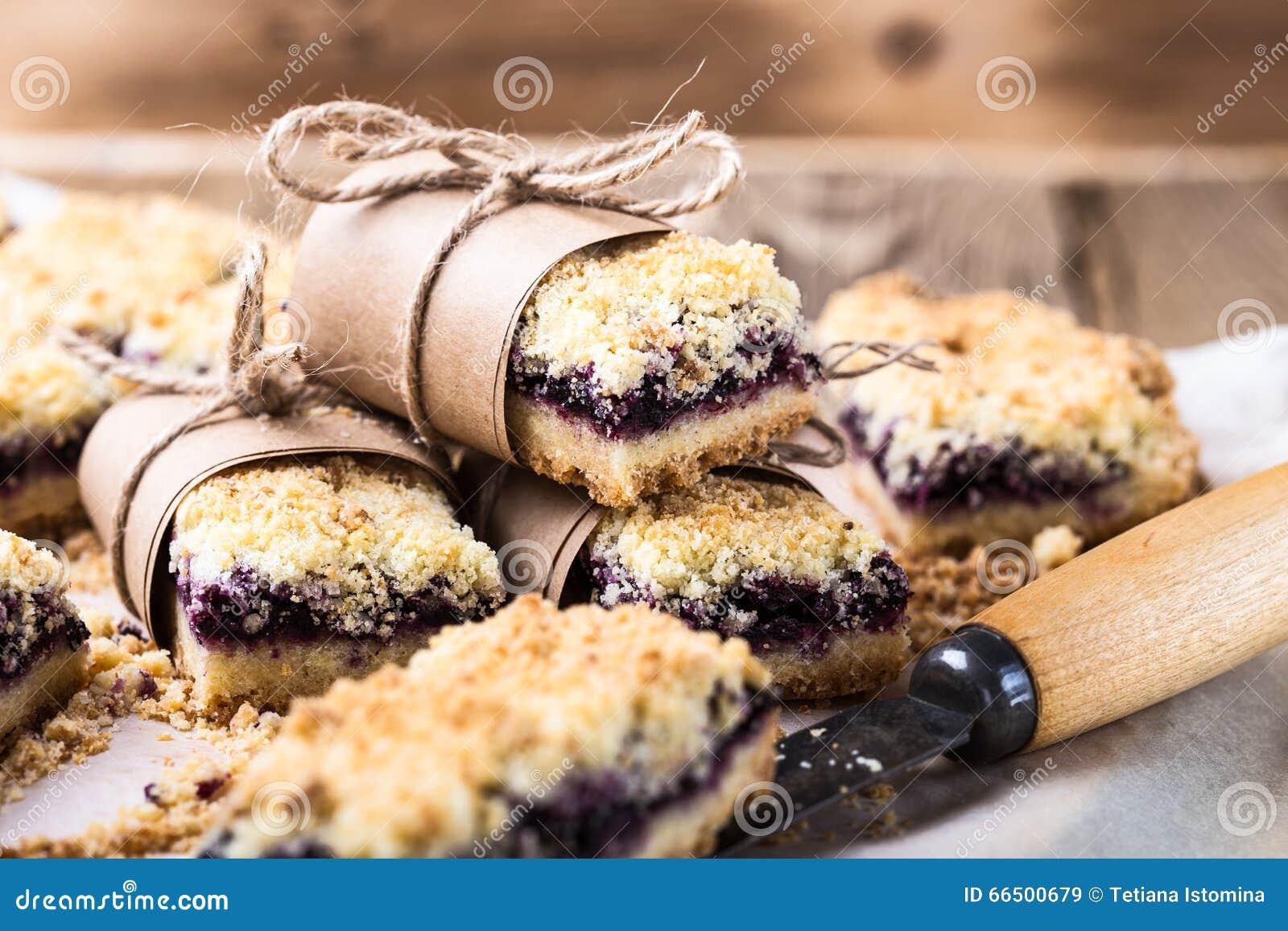 Blueberries crumble bars