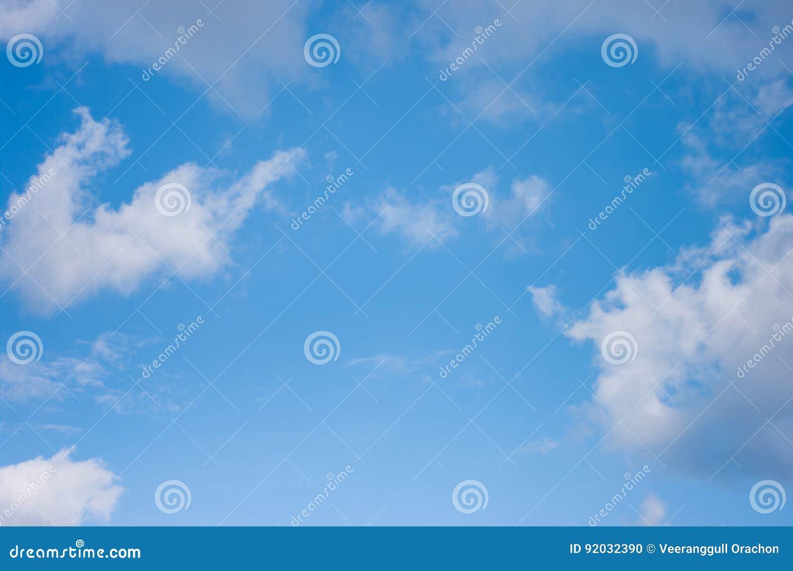 Bluen clouds skyen bluen clouds skyen