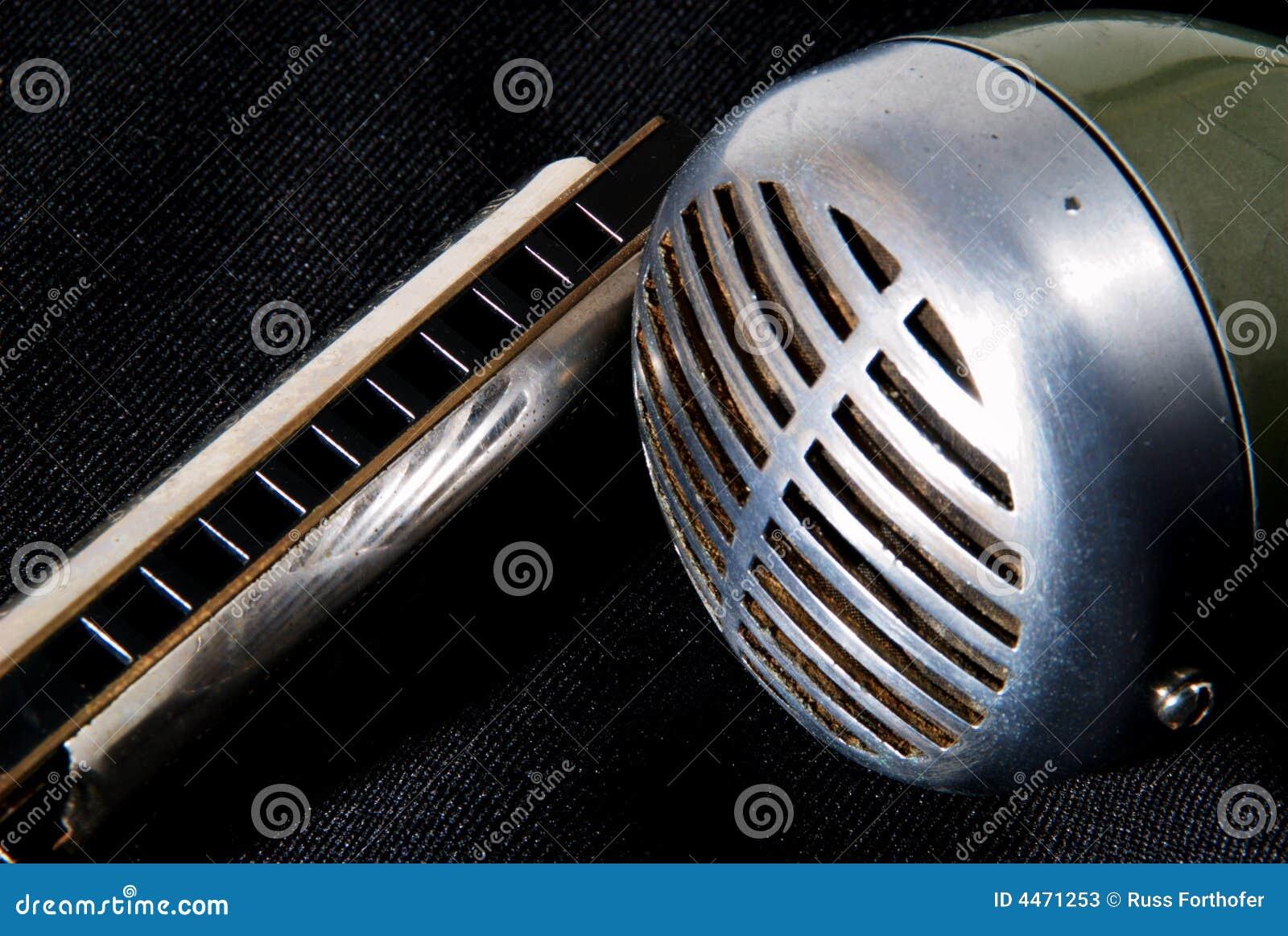 Blues harp and mic