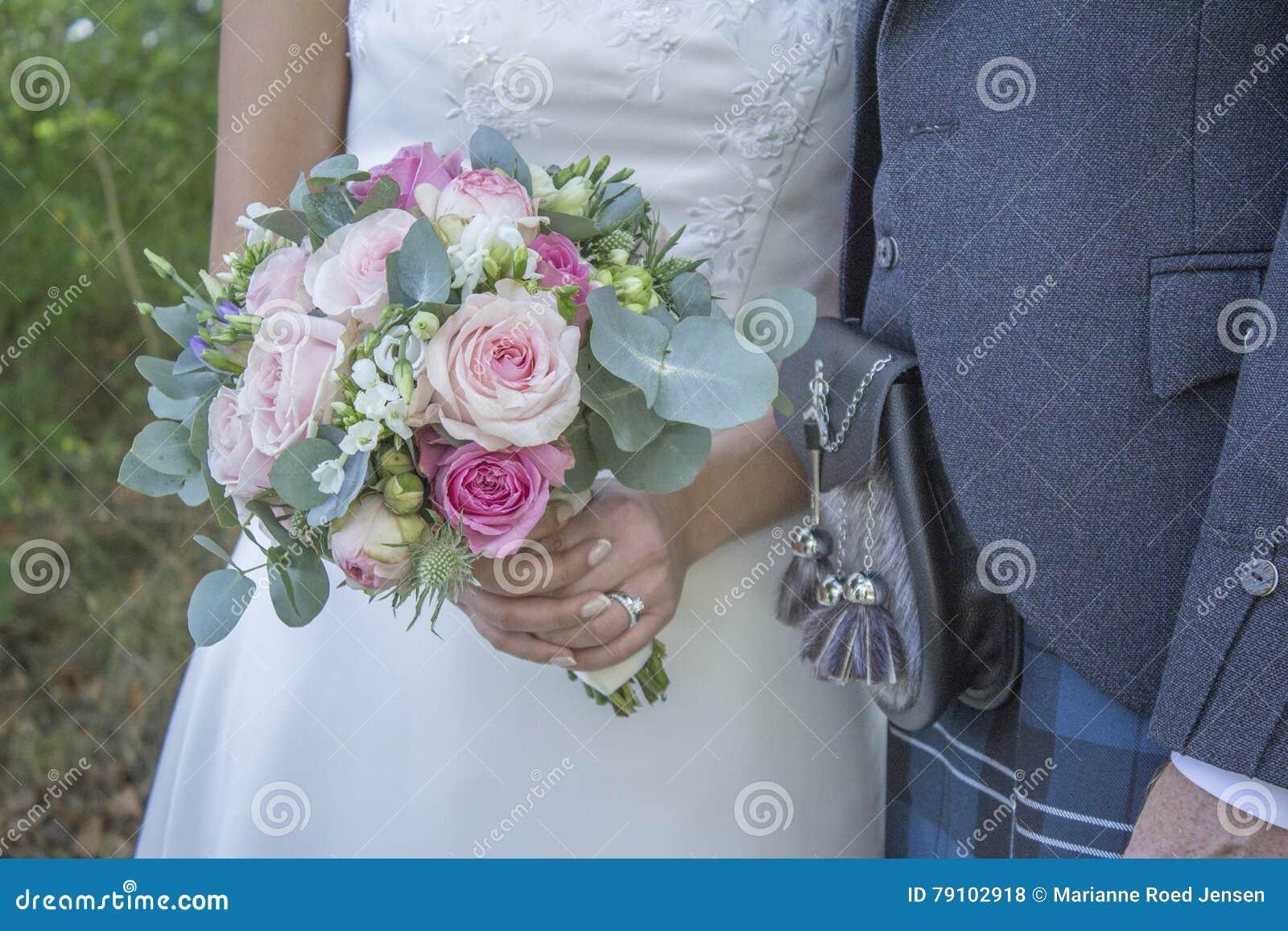 Blume und blaue Spitzee vom Strumpfband