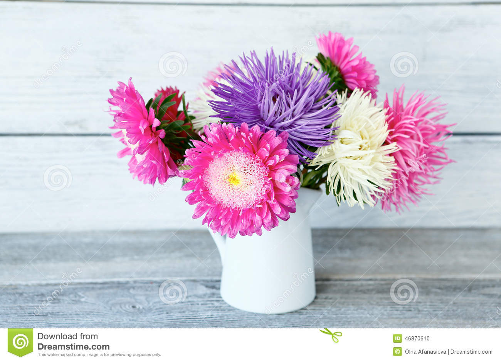 Blumenstrauß von bunten Astern