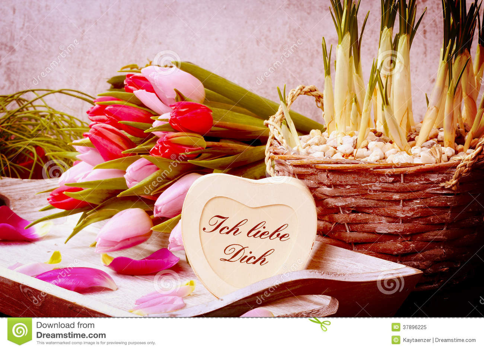 Blumenstrauß von Tulpen und von Herzen