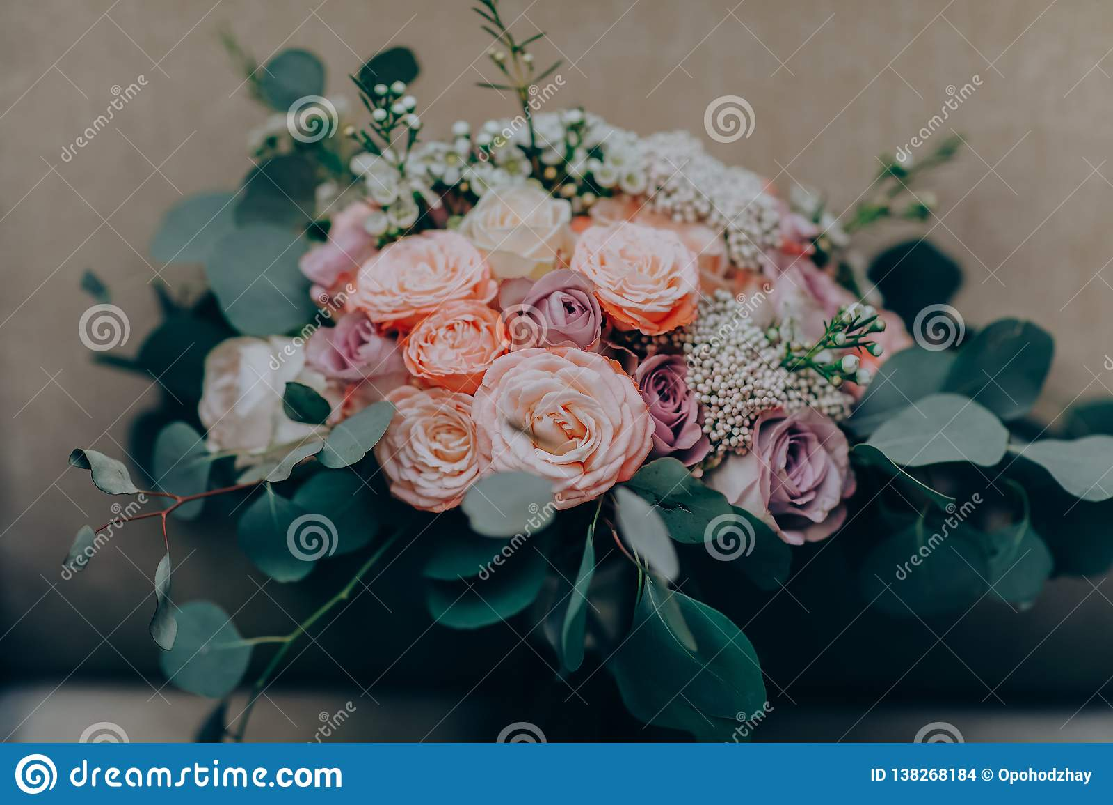 Blumenstraußblume Hochzeit, Feiertag und Blumenhintergrund redeten Konzept an
