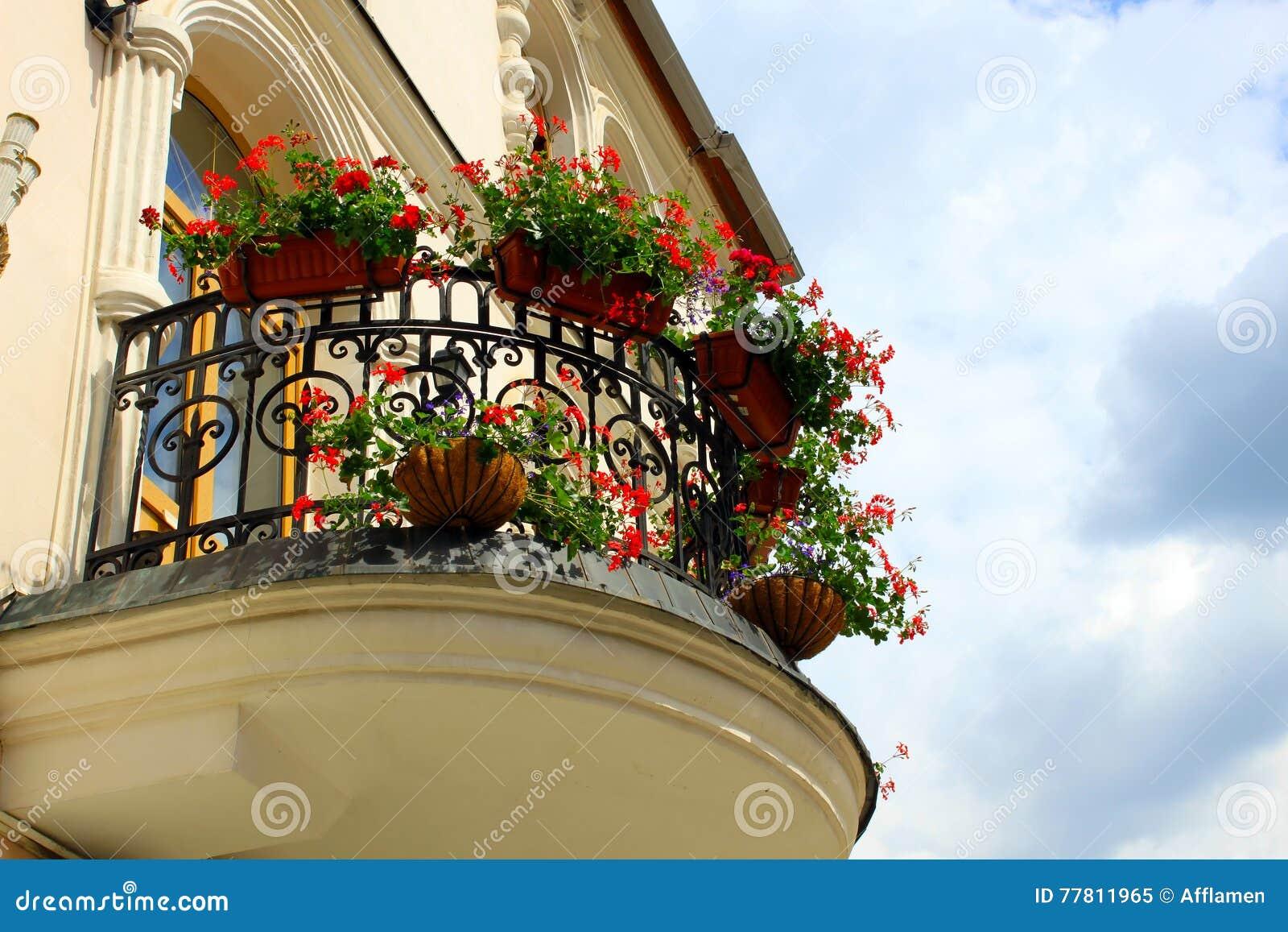Balkon blumentopfe for Blumentopfe balkon