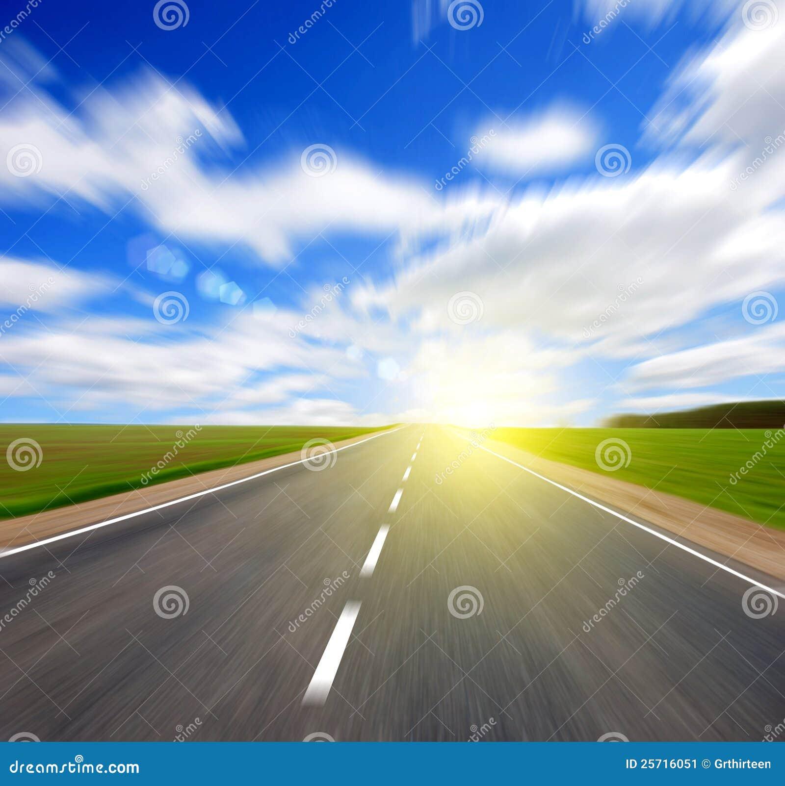 Blured небо дороги