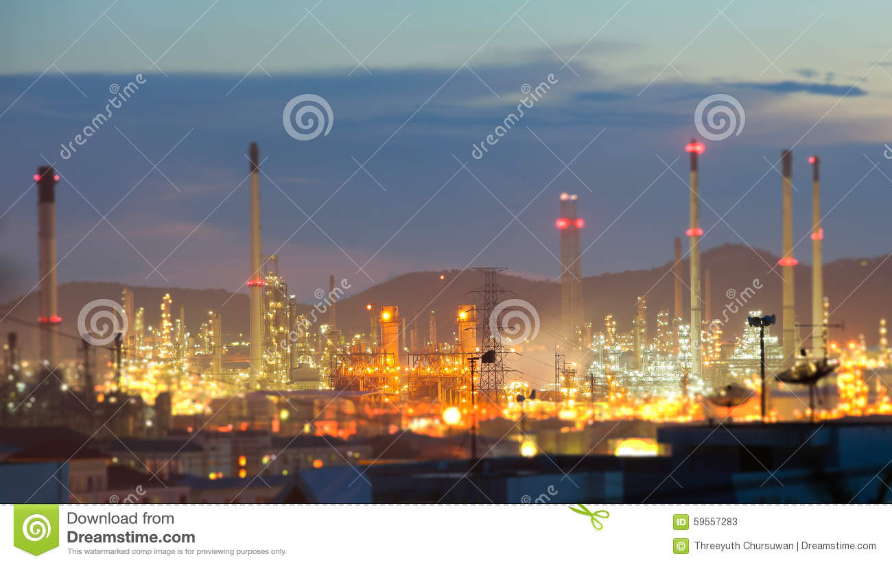background of industry refining Macroeconomic impacts of the domestic oil & gas industry and transportation, refining and marketing (downstream) of crude oil.