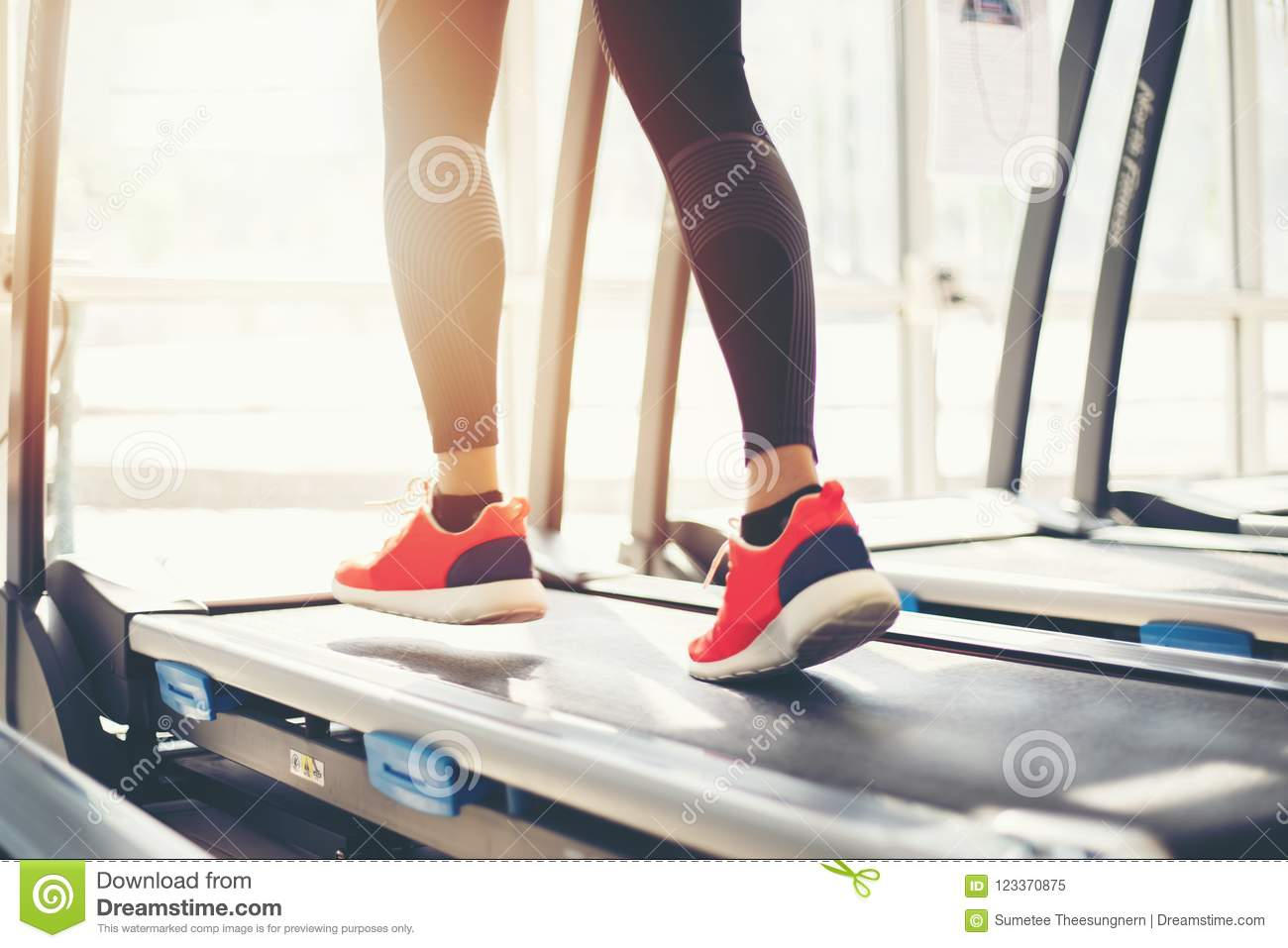 Sport Blurry At A Caucasia The Gym Shoes Of Running While Young iZPkwXuOT