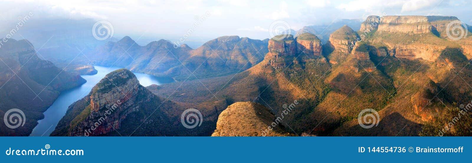 Blyde Rzeczny Jar błękitny jezioro, Trzy Rondavels i boga okno, Drakensberg gór parka narodowego panorana na pięknym zmierzchu