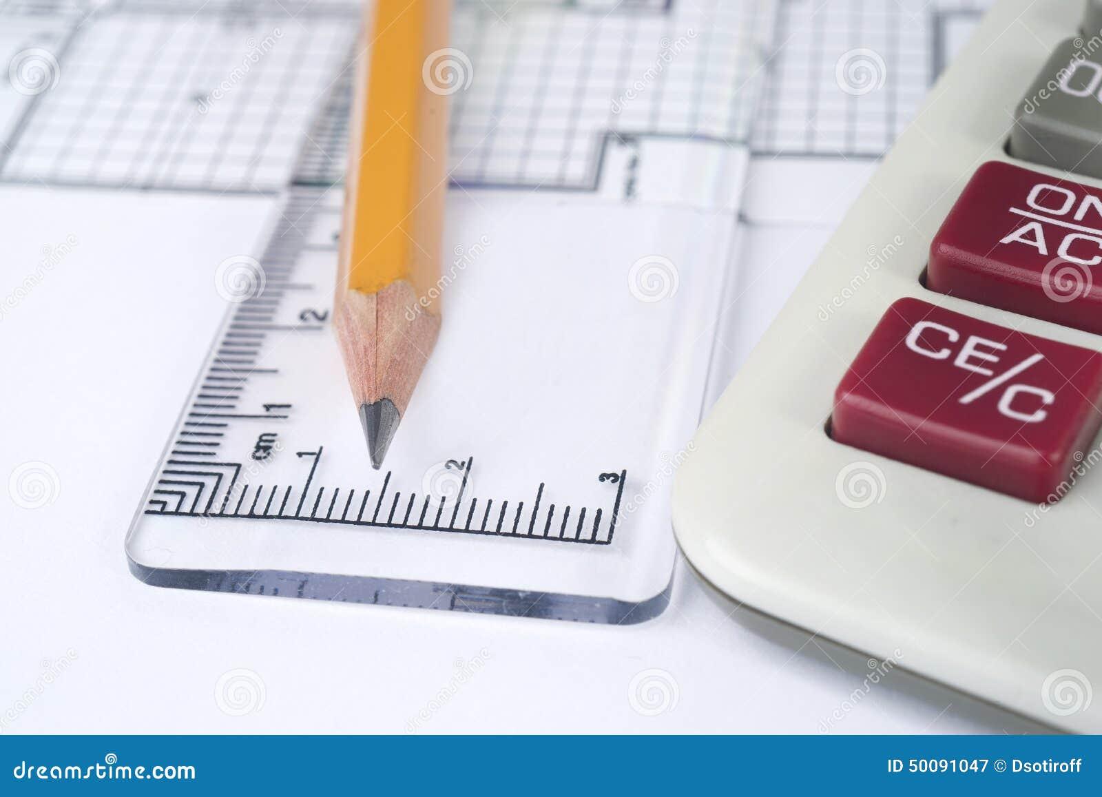 Blyertspenna, linjal och räknemaskin