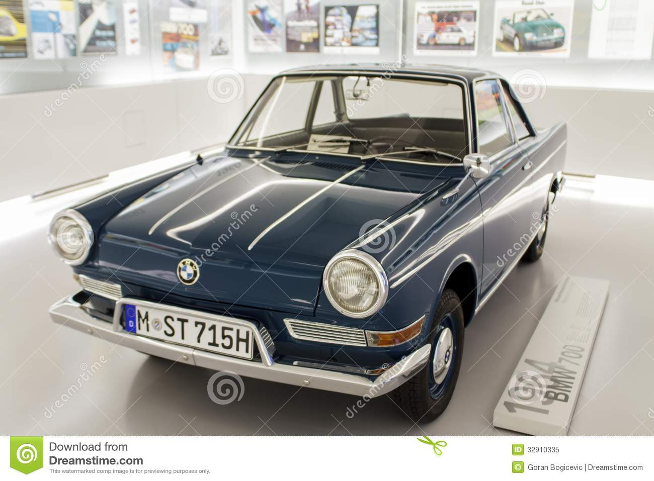 bmw 700 1964 dans le mus e de bmw munich image. Black Bedroom Furniture Sets. Home Design Ideas